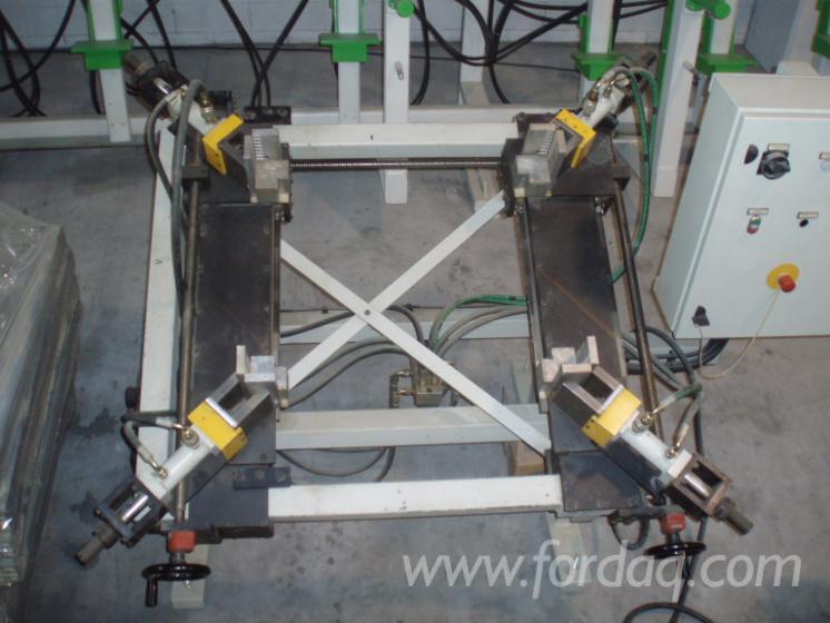 AUTO-CENTERING-HYDRAULIC-CLAMP-BRAND