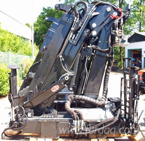 Truck-mounted-crane-MEC