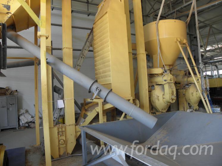 Wholesale-DINplus-Maritime-Pine-%28Pinus-pinaster%29-Wood-Pellets-in