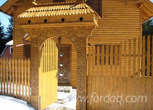 Casa di tronchi squadrati abete legni bianchi resinosi for Piccoli piani di casa europei