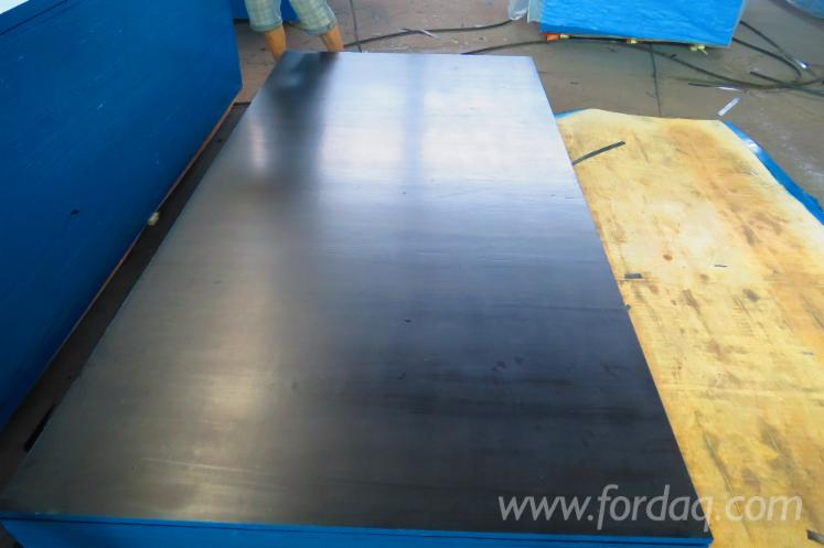 Black-film-faced-plywood--Chinese-film--first-class-poplar-core