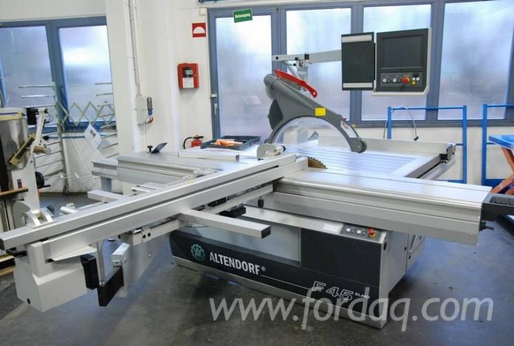 Sliding-table-saw-for