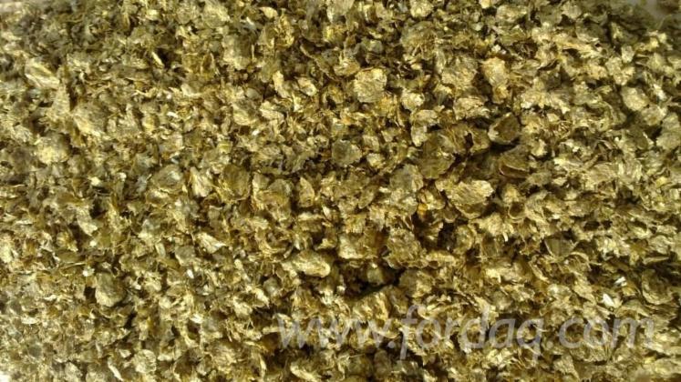 Strohgranulat-Straw-Briquets-in