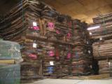 Laubholz  Blockware, Unbesäumtes Holz - ca. 40m³ Nuss Lufttrocken