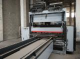 Wholesale Used Woodworking Machinery And Equipment - Join Fordaq - Line Storti nailing pallets full
