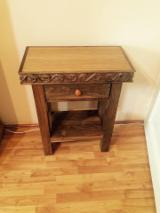 Table D'Appoint - Vend Table D'Appoint Art & Crafts/Mission Feuillus Européens Noyer
