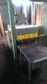 Maszyny do Obróbki Drewna dostawa Gang Rip Saws Używane 2000 ARTIGLIO RCP 750 w Włochy