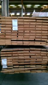 Tropical Wood  Sawn Timber - Lumber - Planed Timber Belgium - Liquidation: Goiabao FAS KD 26x120x2150mm 1.32m³