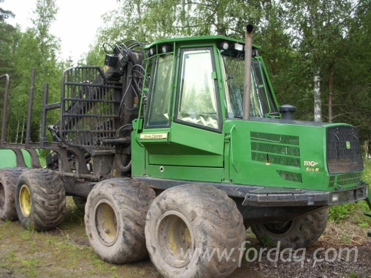 Used-2006-John-Deere-1110D-Skidders-for-sale-in