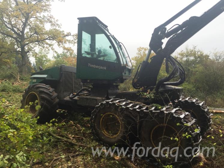 Used-2001-Timberjack-1470-Harvester-in