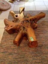 家具及园艺用品 南美洲 - 桌子, 当代的, 40 片 每个月