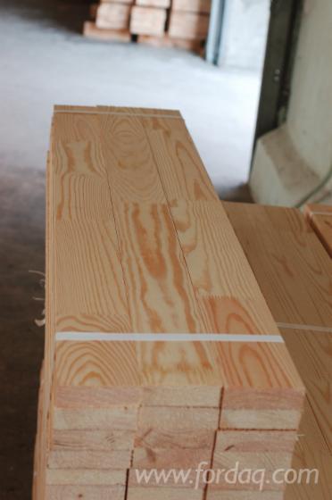 Keilverzinkte Riegeln aus Nadelholz, gesägt, gehobelt