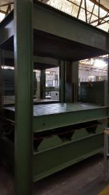 Woodworking Machinery - COUPLE OF HIGH FREQUENCY PRESSES WITH GENERATOR BRAND BAIONI