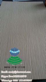 Textured straight grains veneer blockboard