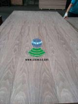 2.5-25mm Natural crown cut walnut veneered MDF for doors, cabinets and furnitures.
