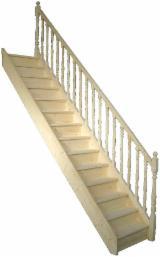Escaliers en sapin et éléments des escaliers