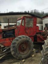 Oprema Za Šumu I Žetvu Za Prodaju - Šumarski Traktor Polovna Rumunija
