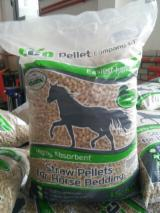 CE Certified Firewood, Pellets And Residues - Sell ​​pellets of pure straw as bedding for horses and animals. Delivery.