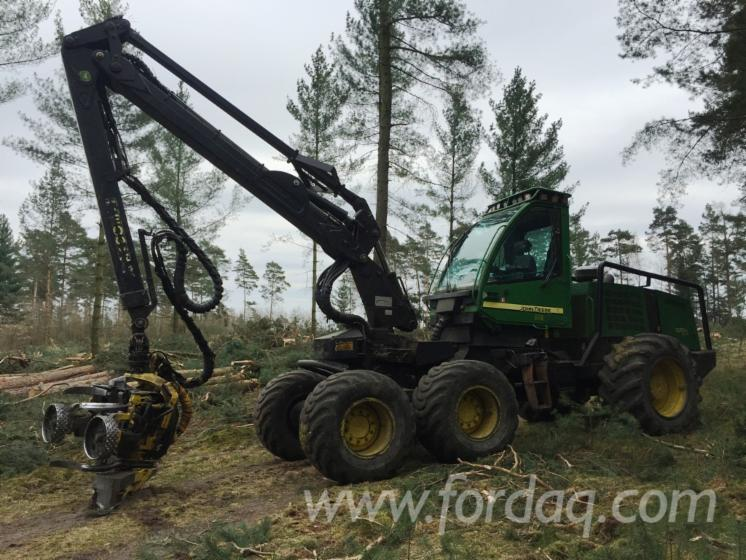 Used-2007-John-Deere-1270D-Eco-III-Harvester-in