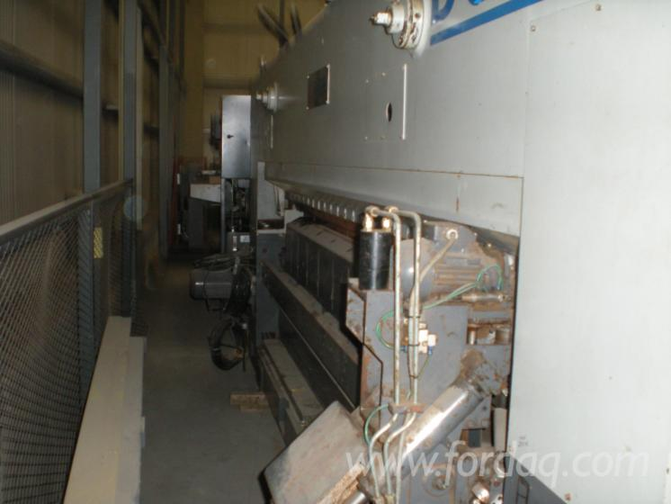 Used-Fezer-F21-TT-2002-Rotary-Cut-Veneer-Line-For-Sale