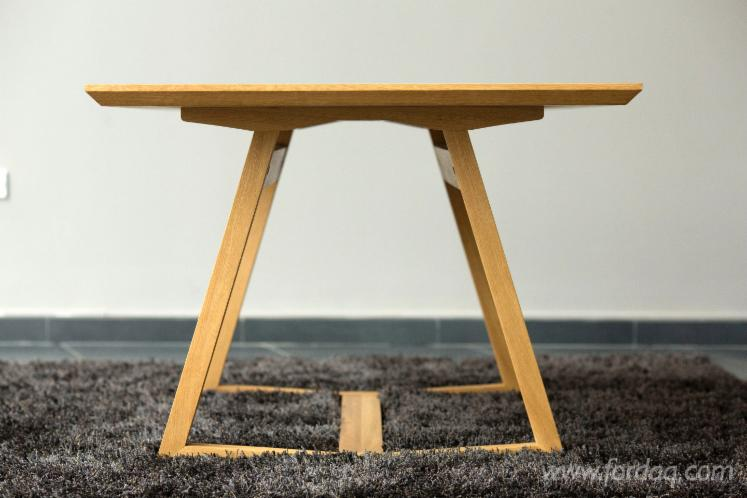 Vend table de salle manger design bois massif feuillus for Table salle a manger chene massif design