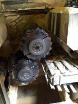 Maszyny do Obróbki Drewna dostawa - Double-Blade Edging Circular Saws With Roller Feed EWD NK 240  NK 240 Używane Austria