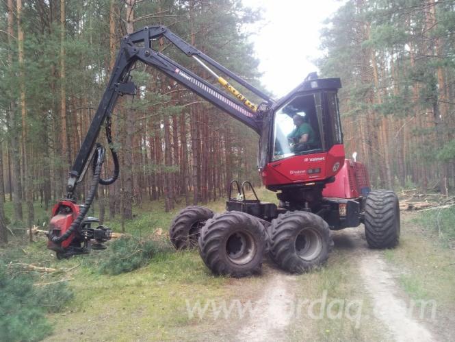 Used-2003-Valmet---ca--14100-h-901-2-Harvester-in