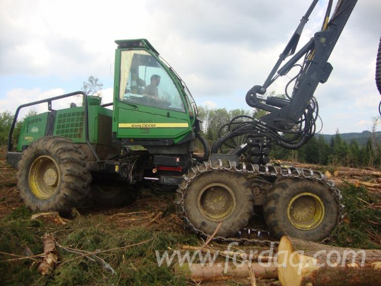 Used-John-Deere-2007-Harvester-in