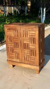 Comptoir bar pour terrasse et jardin. Thermo Hornbeam (Carpinus) / Thermo Ash