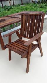 Chaise avec accoudoirs pour terrasse et jardin. Thermo Hornbeam (Carpinus) / Thermo Ash