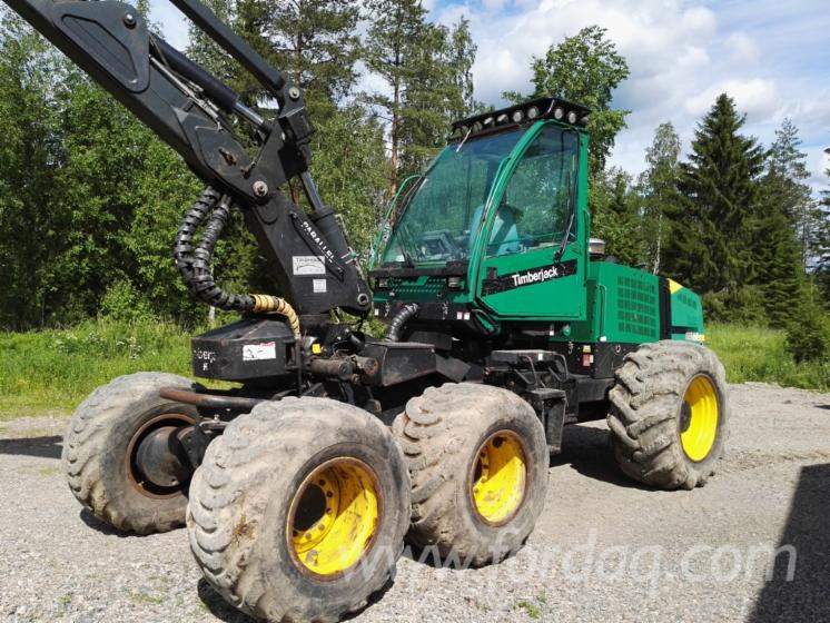 Used-Timberjack-2005-Harvester-in