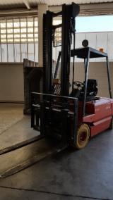 Forklift LINDE Б / У Італія