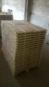 Poland Sawn Timber - 22 ,25 mm Kiln Dry (KD) Pine (Pinus Sylvestris) - Redwood in Poland