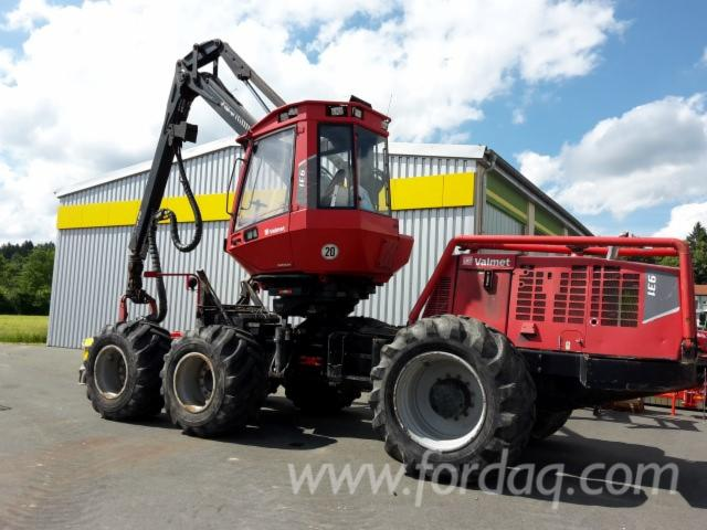 Used-Valmet---10680-H-2010-Harvester-in