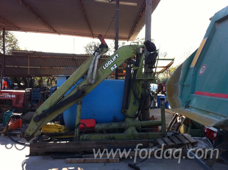 Used-Loglift-2000-Truck-Crane-in