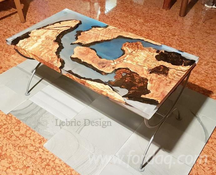 WOOD AND EPOXY RESIN TABLE