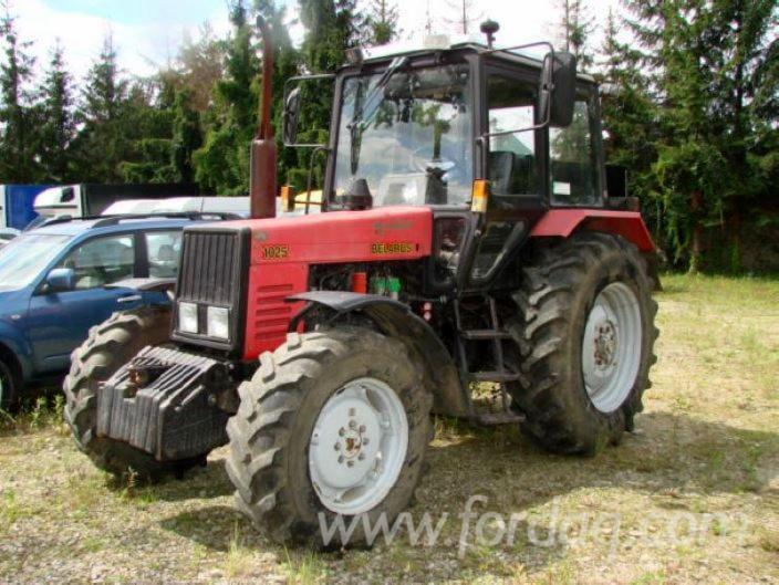Farm-tractor-MTZ-Belarus-1025