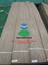 AA  Sliced Veneer - Walnut Flat Cut, Plain Natural Veneer in China