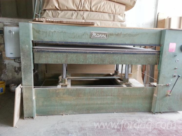 Vend presse plaquer les surfaces planes alimentation for Manni presse