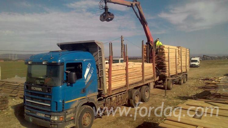 Selling-spruce-lumber-in