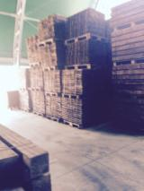 Laubschnittholz, Besäumtes Holz, Hobelware  - Balken, Wenge