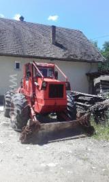 Bosexploitatie & Oogstmachines - Gebruikt Perkins 2009 Trekker/Oplegger Roemenië