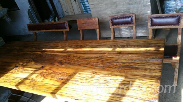 Old Oak Wood Massif Tables And Chairs