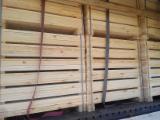 Nadelschnittholz, Besäumtes Holz Schwarzkiefer Pinus Nigra Zu Verkaufen - Bretter, Dielen, Nadelholz, Thermisch Behandelt - Thermoholz