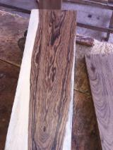 Laubschnittholz, Besäumtes Holz, Hobelware  Zu Verkaufen Spanien - Bretter SANDALWOOD (Spirotachys Africana Sonder)