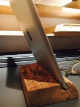 Mobilier Camera Copii - Suport tableta din lemn vechi de stejar - 55 lei