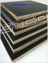 Black film concrete shutter plywood