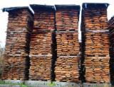 Nadelholz  Blockware, Unbesäumtes Holz - Lärche Loseware 25; 35; 50 mm 3000; 4000 mm Rumänien zu Verkaufen