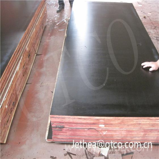 Black-film-faced-construction-plywood--concrete-formwork--shutterply