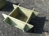 Sprzedaż Hurtowa Produktów Ogrodowych - Fordaq - Sosna Zwyczajna  - Redwood, Donice - Pojemniki Na Sadzonki, FSC